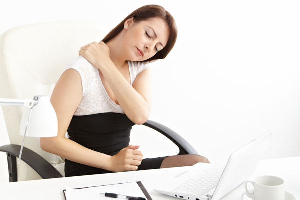 kronina-bolecina-v-krizu-in-vratu600x400
