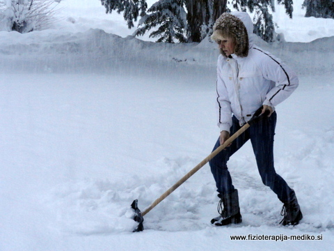 Sneg potiskamo, ne vlečemo.