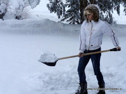 Snega ne nosimo, raje ga potiskamo.